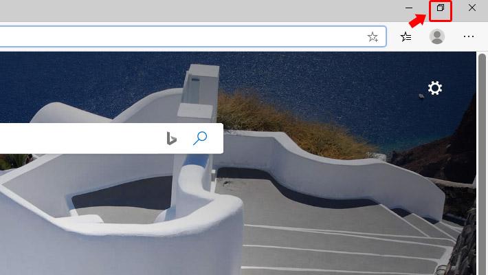 Edgeをパソコンの画面全体で表示(最大化)させている場合には、縮小化しましょう。Edgeの右上にある「縮小化」ボタンをクリックします。