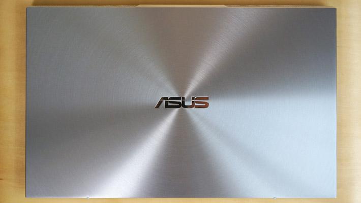 今回レビューする「ASUS ZenBook S13(UX392FN)」は、2019年4月に発売されたASUSのノートパソコンになります。