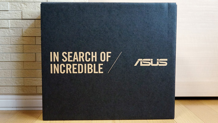 ノジマオンラインでは注文した翌日にパソコンが届きました! こちらが「ASUS ZenBook S13」の外箱です。