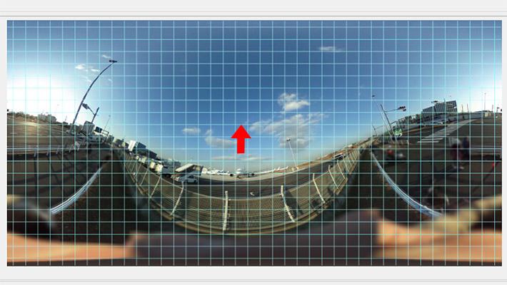 360度写真を矢印のように、マウスでドラッグしてみましょう。すると、他のぐにゃりとしている部分も自動的に水平になるような形に補正されていきます。