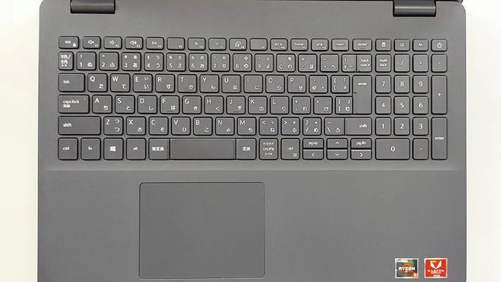キーボードにはテンキーもついているのですが、バックライトはついていません。キーピッチは実測で約19mmになります。電源ボタンがキーボードの並びの右上に配置されており、若干分かりづらいと感じました。